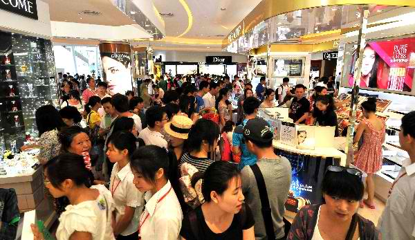 Hainan Duty Free crowd